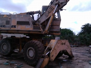 LIEBHERR 942. Materiel Handling. Working ewes day. With original 6 arm grab.  Price 23600euro